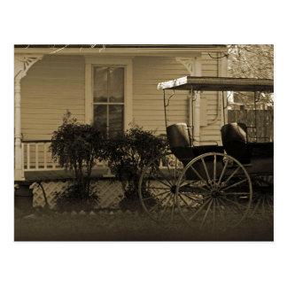Casa y carro viejos postal