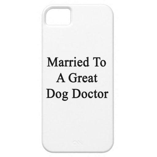 Casado con un doctor del gran perro iPhone 5 Case-Mate protector