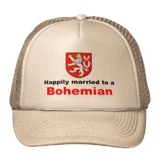 Casado feliz con un bohemio gorras de camionero