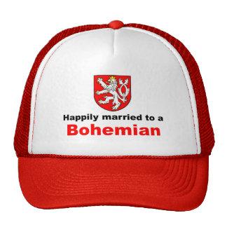 Casado feliz con un bohemio gorro