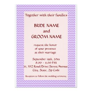 Casandose - el zigzag violeta, pica el fondo invitación 16,5 x 22,2 cm