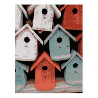 Casas decorativas azules blancas rojas del pájaro postal