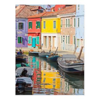 Casas del color en la isla Burano Italia de Postal