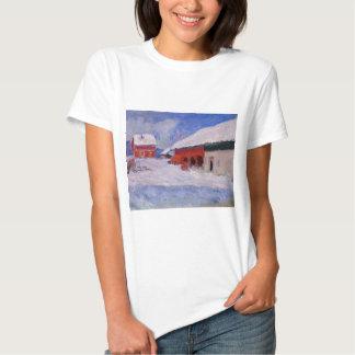 Casas rojas en Bjornegaard en la nieve, Noruega Camisetas