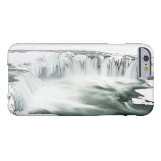 Cascada de Godafoss, invierno, Islandia Funda Barely There iPhone 6