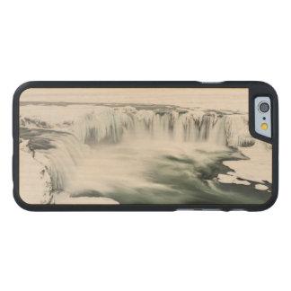 Cascada de Godafoss, invierno, Islandia Funda Fina De Arce Para iPhone 6 De Carved