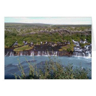 Cascada de Hraunfossar en tarjeta de felicitación