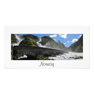 Cascada de Latefossen en tarjeta de la foto de