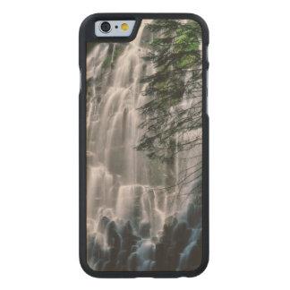Cascada en el bosque, Oregon Funda Fina De Arce Para iPhone 6 De Carved