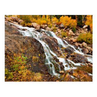 Cascada en el parque nacional magnífico de Teton Postal