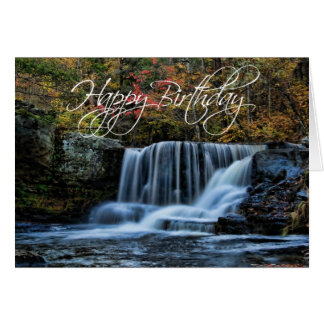 Cascada en tarjeta del feliz cumpleaños del otoño