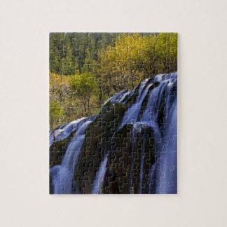 Cascada gigantesca en una China Jiuzhaigou Puzzle