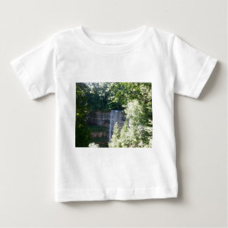 Cascada hermosa camiseta de bebé