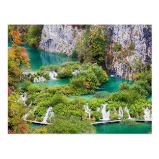 Cascadas en parque nacional de los lagos Plitvice Postal