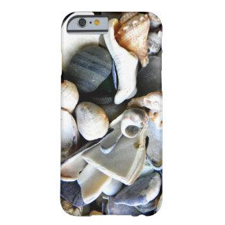 Cáscaras quebradas del mar funda barely there iPhone 6