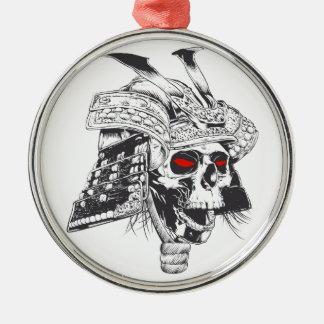 casco blanco y negro del samurai con el cráneo adorno navideño redondo de metal