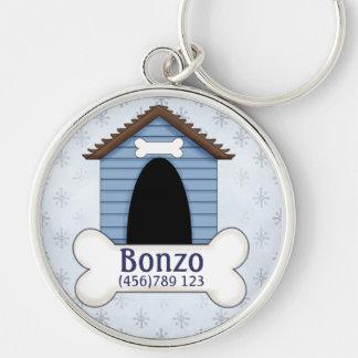 Caseta de perro en etiqueta azul de la identificac llavero redondo plateado