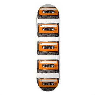Casete anaranjado de la etiqueta tabla de skate