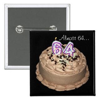 Casi 64… 64.o Botón de la torta de la fiesta de