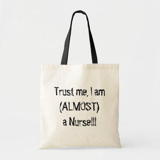 Casi una enfermera bolsas