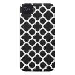 Caso del iPhone 4S de Quatrefoil en blanco y negro iPhone 4 Coberturas