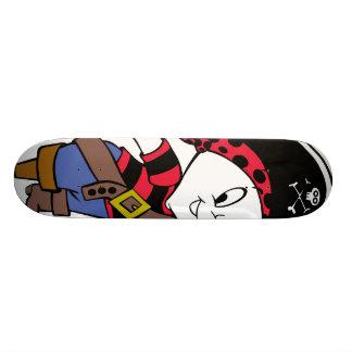 Casper en traje del pirata tabla de patinar