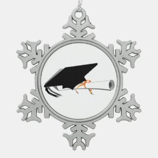 Casquillo de la graduación con el diploma adorno de peltre en forma de copo de nieve