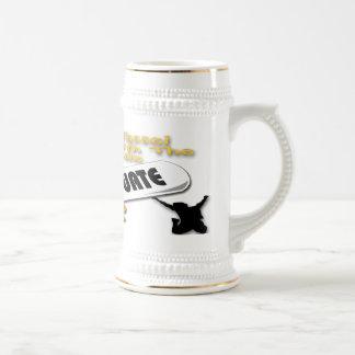 Casquillo del graduado del oro del diploma (varón) taza de café