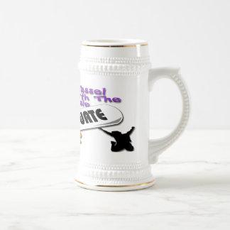 Casquillo púrpura del graduado del diploma (varón) taza