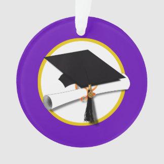 Casquillo w/Diploma - fondo púrpura de la