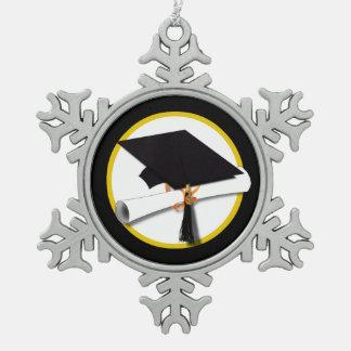Casquillo y diploma - fondo negro del graduado adorno