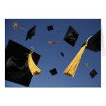 Casquillos de la tarjeta de la graduación en aire