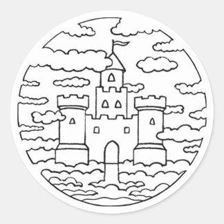 Castillo en el cielo incoloro pegatina redonda