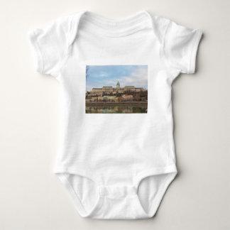 Castillo Hungría Budapest de Buda en el día Body Para Bebé