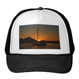 Catamarán en la puesta del sol Ibiza.JPG Gorra
