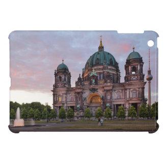 Catedral de Berlín con la torre y Lustgar de la