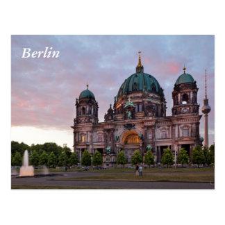Catedral de Berlín con la torre y Lustgar de la Postal