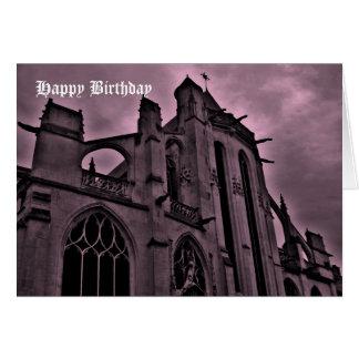 Catedral gótica en feliz cumpleaños púrpura tarjeton