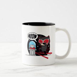 Catwoman de Chibi que roba un diamante Taza De Café De Dos Colores