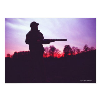 Cazador con el arma invitación 12,7 x 17,8 cm