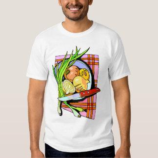 Cebollas y patatas cortadas camisetas
