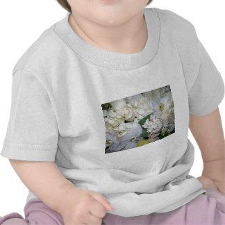 Celebración, rosas blancos y Orchies_ Camisetas