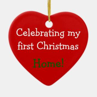 Celebrando el 1r navidad a casa adorno de cerámica en forma de corazón