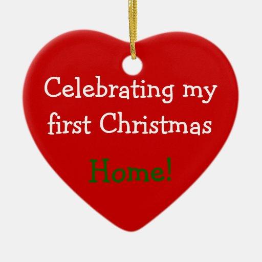 Celebrando el 1r navidad a casa ornamentos de reyes magos