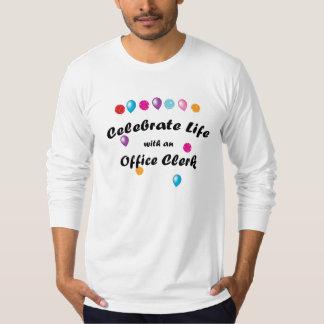 Celebre al vendedor de oficina camiseta