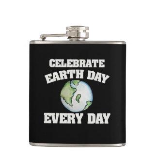 Celebre el Día de la Tierra cada día Petaca