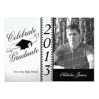 Celebre la foto negra graduada invitación 12,7 x 17,8 cm