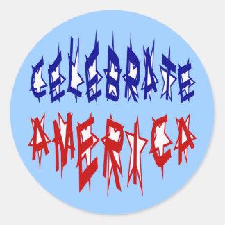 Celebre la fuente #2 de la bandera de América Pegatina Redonda