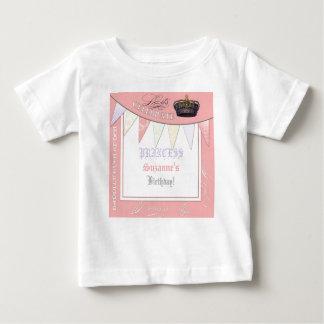 Celebre real a la chica marchosa de princesa camiseta de bebé
