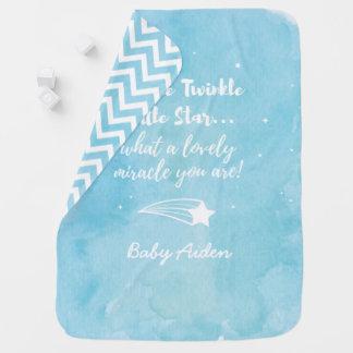 Centelleo que tira poca manta del bebé azul de la mantita para bebé